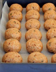 Τυροπιτάκια κουρού, πολύσπορα κι εθιστικά | Κουζίνα | Bostanistas.gr : Ιστορίες για να τρεφόμαστε διαφορετικά Hamburger, Muffin, Bread, Breakfast, Food, Morning Coffee, Brot, Essen, Muffins