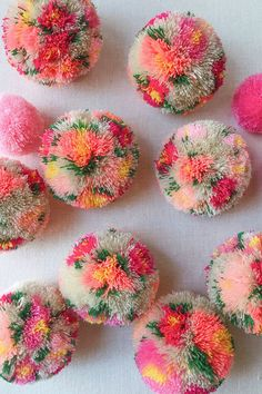 Diy floral pom poms - honestly wtf make crochet, pom pom cra Diy Craft Projects, Craft Stick Crafts, Craft Tutorials, Diy And Crafts, Sewing Projects, Preschool Crafts, Creative Crafts, Sewing Crafts, Diy Crafts Knitting