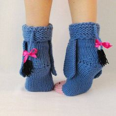 Eeyore knitted donkey socks from Winnie the Pooh! Eeyore knitted donkey socks from Winnie the Pooh! Yarn Projects, Knitting Projects, Crochet Projects, Knitting Patterns, Crochet Patterns, Crochet Crafts, Yarn Crafts, Knit Crochet, Wool Socks