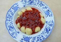 Tvarohové knedlíky s jahodovou omáčkou Fruit Salad, Pancakes, Breakfast, Food, Morning Coffee, Fruit Salads, Essen, Pancake, Meals