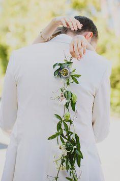 Buquê de um ramo só no casamento fashionista de Danielle Sherman e Todd Selby! #flowers #bouquet #weddingbouquet