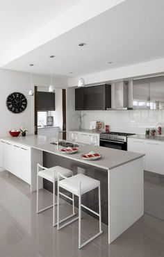 Independent raised new kitchen renovation and remodel Source Kitchen Dinning, Kitchen Sets, New Kitchen, Kitchen Decor, Island Kitchen, Luxury Kitchen Design, Interior Design Kitchen, Kitchen Designs, Cuisines Design