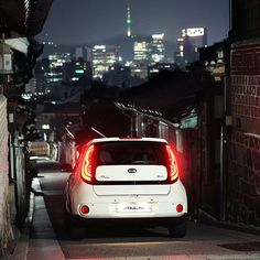 Gaze down in wonder at the city, Seoul - 고즈넉한 한옥과 도시 야경을 한눈에 담아볼 수 있는 서울 - #nightview #city #beautiful #inwonder #cozy #alley #Hanok #Seoul #Korea #driving #travel #carsofinstagram #SOUL #SOUL_EV #KIA