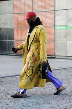 Your Gucci-shoes, that Balenciaga-shirt or your latest Vetements-denim? Maybe we'll spot you in Paris, Milan, New High Street Fashion, Street Style Women, Look Fashion, Fashion Outfits, Fashion Design, French Fashion, Skater Girl Outfits, Denim Jacket Men, Harajuku Fashion