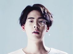 glasses, staring, perfect hair, all coupled with porcelain skin Portrait Inspiration, Character Inspiration, Pretty Boys, Cute Boys, Pretty People, Beautiful People, 7 Arts, Aesthetic People, Comme Des Garcons
