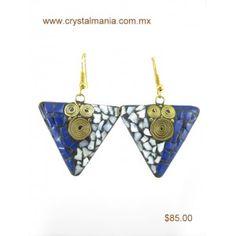 Arete dorado en forma de triangulo con detalles en tono multicolor de 3.5 x 5 cm estilo 10104