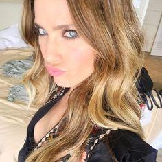 ¡¡Buenos días!! Madrugón por una buena causa 😊.... ¡Feliz jueves familia!¡Go!  #madrid #vanesaromero #style #selfie #reflexionesdeunarubia #jueves #abril