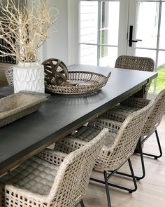 Could be my favorite dining combo we've ever done, well until the next one anyway 😊 Wicker Dining Room Chairs, Patio Dining, Dining Room Table, Kitchen Dining, Farmhouse Dining Chairs, Louis Xvi, Woven Chair, D House, Room Carpet