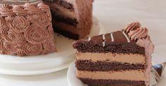Minttusuklaatäyte: 400 g maustamatonta tuorejuustoa 4 dl kermaa 200 g tummaa suklaata (taloussuklaalevy) 1 pussi pätkis minibites suklaata (...