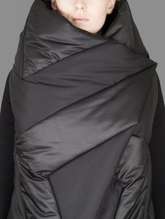GARETH PUGH QUILTED WRAP WITH STRETCH SLEEVES