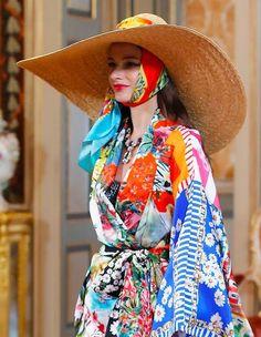 Alta Moda, Palazzo Dolce&Gabbana, July 2020 High Fashion Dresses, Pink Fashion, Gothic Fashion, Fashion Models, Vintage Fashion, Emo Fashion, Dolce & Gabbana, Vestido Dolce Gabbana, Palazzo