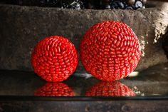 Spheres made of Pito Seeds. Esferas hechas de Semilla de Pito de Guatemala.