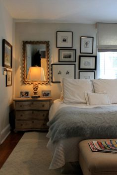 Cosy bedroom with picture frames on the walls - Bedroom gallery wall. Bed in front of window. #Bedroom #Ideas #Pictures