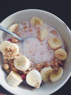 Muesli and banana, healthy breakfast - Health - # Breakfast . - Snacks Healthy Easy - To eat healthy food Health Breakfast, Healthy Breakfast Recipes, Healthy Snacks, Healthy Recipes, Banana Breakfast, Snap Food, Food Porn, Food Snapchat, Food Goals