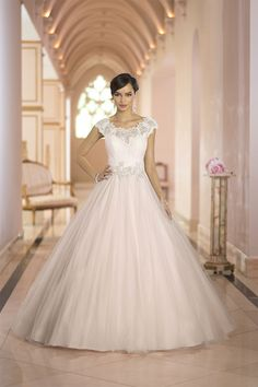 Stella York	5923	 This gorgeous designer ballgown from the Stella York features a lace neckline & bodice & full tulle skirt. Unique detailing includes Diamante vine beading & an elegant lace keyhole back