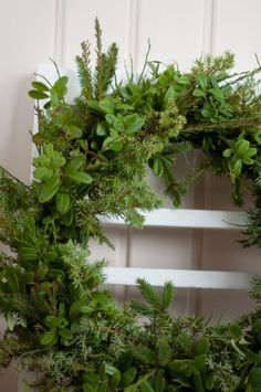 Natural wreath for christmas, Vadelmia ja Pioneja Christmas Greenery, Cut Flowers, Shabby Chic, Diy Projects, Herbs, Gardening, Wreaths, Interior, Plants
