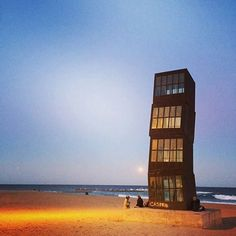 Comparateur de voyages http://www.hotels-live.com : Were saying TTFN to the wonderful Barcelona with some more free art (as if you hadnt had enough!). Youll find this iconic sculpture: Rebecca Horns L'Estel Ferit (Wounded Star)  on Barceloneta Beach. Its the perfect spot for moon gazing  #Barceloneta#art #travel #meettheworld @johannaw Hotels-live.com via https://www.instagram.com/p/BFwp6crDyql/ #Flickr via Hotels-live.com…