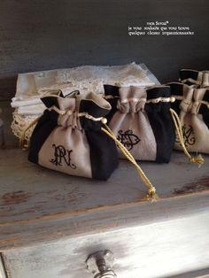 ★ブラックリネンで。。。★ - mon favori* Handmade Bags, Handmade Crafts, Diy And Crafts, Potli Bags, Jeans Fabric, Pouch, Wallet, Sewing Kit, Denim Bag