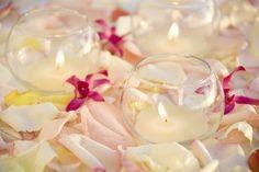 Banderoles de tissus, cônes en papier, bouquets de cœur … Internet déborde de bonnes idées pour vous aider à réaliser vous-mêmes la décoration de votre mariage. C'est pourquoi nous avons réuni pour vous quelques conseils précieux.