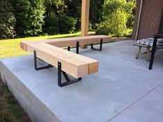 """wood bench (straight not in """"L"""" shape) in front of the house Colour: wood / black steel Metal Furniture, Garden Furniture, Outdoor Furniture, Outdoor Seating, Outdoor Dining, Outdoor Decor, Terrace Design, Patio Design, Back Gardens"""