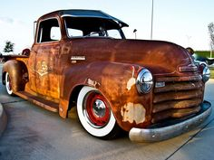 This is an awesome slammed ratrod. 1948ish Chevrolet Pickup. Beautiful. | repinned by rare-autos.com
