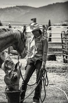 Rescuing broken horses to help broken people Watering time.some of my favorite times are when I am with our 8 therapy horses at the ranch were I volunteer! Cowgirl And Horse, Cowboy And Cowgirl, Cowgirl Style, Horse Love, Western Style, Montana Cowgirl, Cowgirl Outfits, Cow Girl, Gaucho