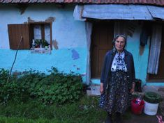 Gypsies - Varvara a Romanian gypsy woman lives off the land in ramshackle cottage - © Photo Kisa Lala 2011