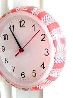 une petite horloge de l'ami suédois décorée avec du MT