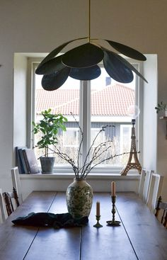 DIY: Drömlampan   leitntos Handmade Chandelier, Interior Design Tips, Diy Projects To Try, Lighting Design, Light Fixtures, Ceiling Lights, Table Decorations, Inspiration, Home Decor