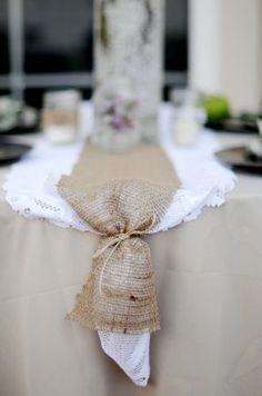 burlap and lace runner..love this