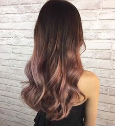 Pin by Fernanda Vallejo Bárcenas on Hair in 2019 Gold Hair Colors, Hair Color Purple, Pink Hair, Ombre Rose Gold Hair, Rose Gold Balayage, Look Rose, Ash Hair, Hair Color Balayage, Hair Looks