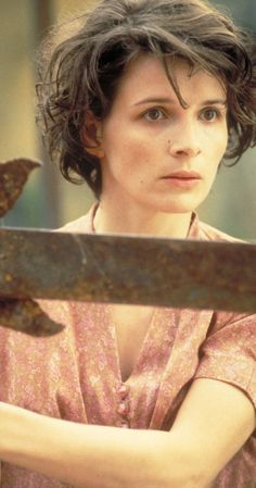The English Patient - Juliette Binoche Short Curly Hairstyles For Women, Mom Hairstyles, Curly Hair Styles, Le Patient Anglais, Beautiful French Women, The English Patient, Juliette Binoche, French Hair, French Actress