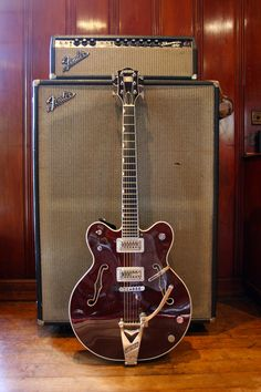 """Johnny Marr: The Gretsch Country Gentleman made for me in I used this guitar to write and record """"Satellite Skin"""" for Modest Mouse. Guitar Logo, Music Guitar, Guitar Amp, Cool Guitar, Playing Guitar, Ukulele, Guitar Vector, Rare Guitars, Famous Guitars"""