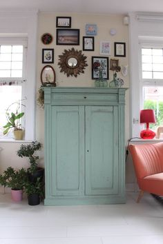 Tangerinette buffet peint parisien Farrow and ball 81 Breakfast room green Old Furniture, Upcycled Furniture, Painted Furniture, Painted Dressers, Small Fireplace, Home Renovation, Tall Cabinet Storage, Sweet Home, Bedroom Decor