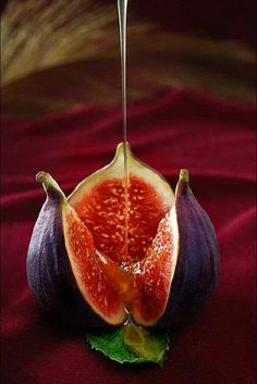 figs with honey Fruit And Veg, Fruits And Vegetables, Fresh Fruit, Fig Fruit, Fresh Figs, Figs With Honey, Fig Salad, Fruit Photography, Beautiful Fruits