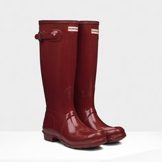 Hunter Original Tall Gloss Rain Boots ($148) ❤ liked on Polyvore featuring shoes, boots, hunter, damson, knee-high boots, tall knee high boots, waterproof boots, slip on boots, lined rain boots and tall boots