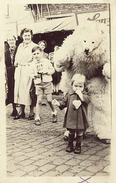 If I were a real man, I'd own that bear costume. Diane Arbus, Vintage Photographs, Vintage Images, Bear Costume, Portraits, Vintage Children, Old Photos, Creatures, History