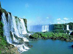 Erleben Sie zwei Highlights von Brasilien: die pulsierende Metropole Rio de Janeiro und das atemberaubende Naturspektakel der Iguazu-Wasserfälle