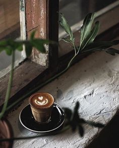 It's coffee o'clock Coffee And Books, Coffee Art, My Coffee, Planet Coffee, Tea Restaurant, Espresso, Chemex Coffee, Breakfast Cafe, Expensive Coffee