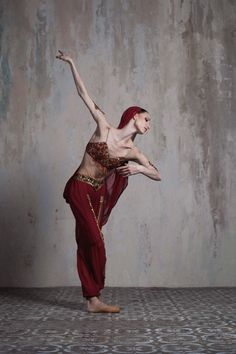 "Oksana Skorik Оксана Скорик (Mariinsky Ballet Мариинский театр) as ""Nikiya"", ""La Bayadere"" for Beatrice Magazine (in russian) - Photographer Ira Yakovleva Ира Яковлева La Bayadere, Ballet Companies, Russian Ballet, Ballerina, Statue, How To Wear, Stuff To Buy, Beauty, Photographs"
