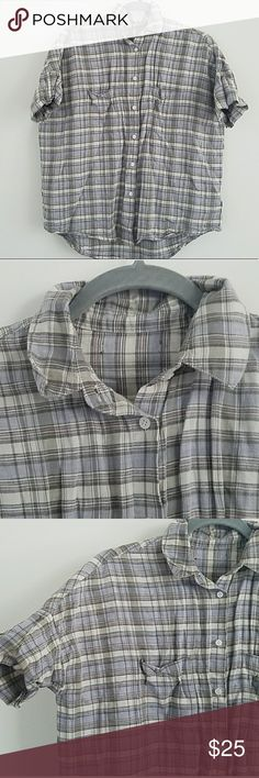 Madewell Plaid Short Sleeved Button Up Super cute & comfy! I would say it runs true to size, but it's made to have a loose fit! Inside tags are cut out, but other than that it's in excellent condition!! 👚 Madewell Tops Button Down Shirts