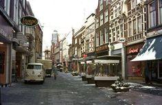 foto Diezerstraat Zwolle met links oude Vroom en Dreesmann met oude logo
