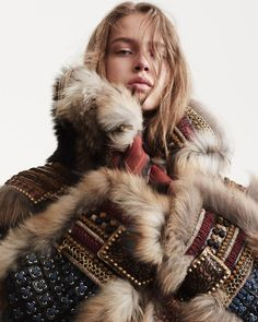 Julia Jamin pose for Vogue Magazine Paris October 2016 Runway Magazine, Vogue Magazine, Fabulous Furs, Warm Autumn, Fall Winter, Fur Fashion, Online Clothing Stores, Vogue Paris, Dsquared2