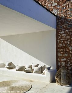 Dans une maison de rêve à Majorque... - Elle Décoration                                                                                                                                                     Plus Soho Beach House, House Design, Beach House Style, Interior Architecture, Patio Inspiration, Italian Cottage, House Interior, Home Deco, House Interior Decor