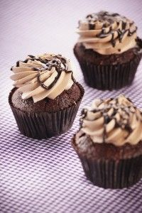 Chocolade cupcakes uit ZonderMeer magazine (glutenvrij, zuivelvrij) Grain Free, Dairy Free, Gluten Free, Fodmap Recipes, Healthy Recipes, High Tea Food, Yummy Treats, Yummy Food, Muffins