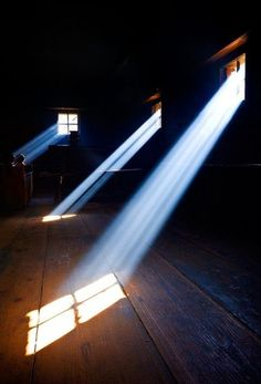 love the nearly-solid beams of light!