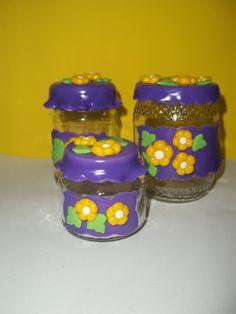 vidro decorado em biscuit o valor refere-se ao kit com 3 peças.