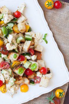 Panzanella - Italian Bread Salad, sooo good - kochkarussell.com