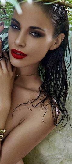 Beautiful red lip + smokey eye!
