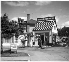 Cities Service gas station at Franklin SE & Neland - October 13, 1937